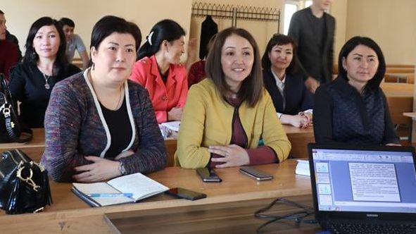 Die besten Stipendiaten nach der Leistungsbewertung der kirgisischen Verwaltungsakademie