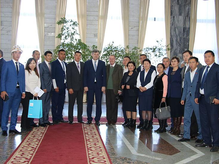 Teilnehmer der Fortbildung mit dem kirgisischen Wirtschaftsminister Oleg Pankratov