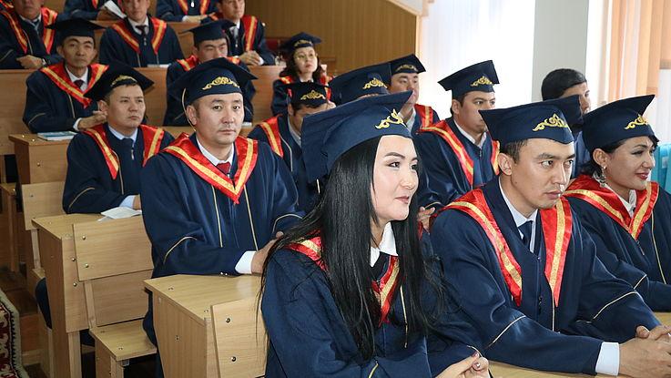 Feierliche Zeremonie zur Aushändigung der Masterdiplome