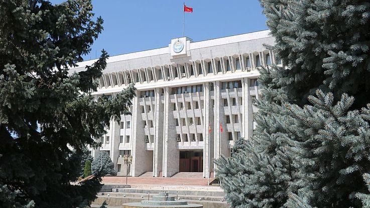 """Das """"Weiße Haus"""", der Sitz der kirgisischen Regierung in der Hauptstadt Bischkek."""