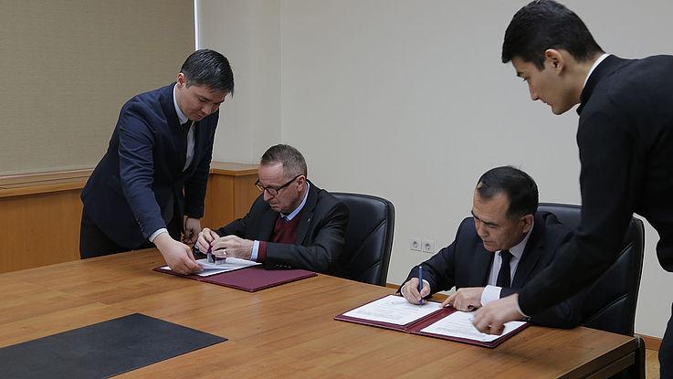 Die Delegation der Hanns-Seidel-Stiftung besuchte die Akademie für öffentliche Verwaltung unter dem Präsidenten der Republik Usbekistan