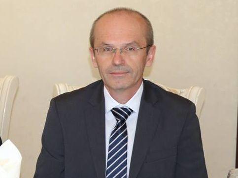 Raimund Helfrich, der stellvertretende Direktor des Instituts für die Ausbildung von öffentlich Bediensteten an der Bayerischen Verwaltungsschule, beim Runden Tisch
