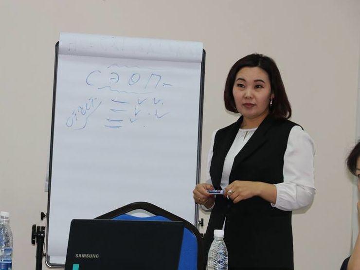 Frau Urmambetowa Kokul Ischenbekowna, Trainerin und Beraterin der gemeinschaftlichen Entwicklungs- und Investitionsagentur der Kirgisischen Republik (Community Development and Investment Agency der Kirgisischen Republik - ARIS)