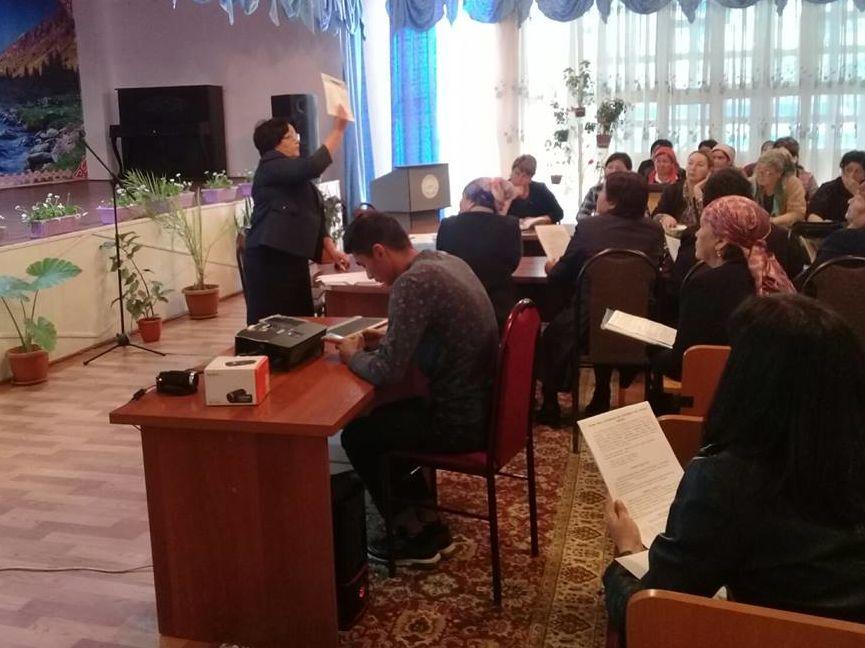 Teilnehmer beim Mikrotraining - Direktoren von Schulen, Kindergärten und Fachleute auf dem Gebiet der schulischen Bildung im Landkreis Nooken