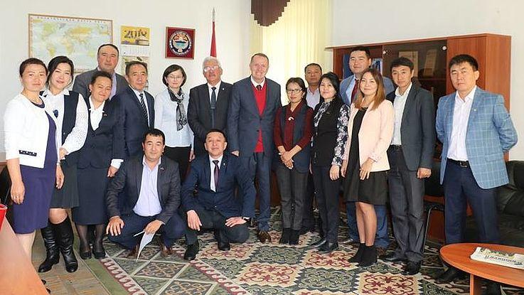 Treffen der Vorsitzenden der regionalen Gruppen von den HSS-Absolventen (Alumni)
