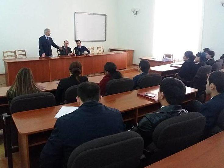 Treffen mit den HSS-Stipendiaten im Institut für öffentliche Verwaltung unter dem Präsidenten der Republik Tadschikistan