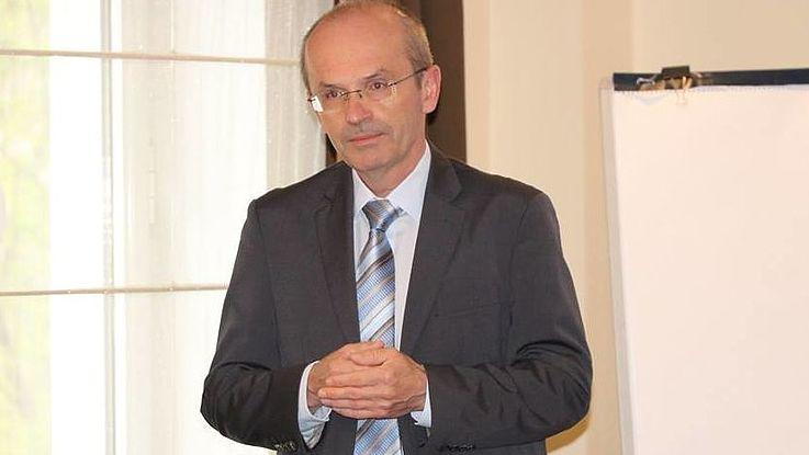Seminar von Raimund Helfrich (Bayerische Verwaltungsschule) für Vertreter der kirgisischen Institutionen im Bereich der Aus- und Fortbildung von öffentlich und kommunal Bediensteten